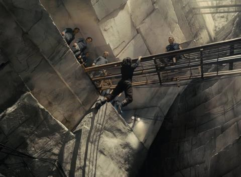 News video: 'Divergent': Hang on Clip
